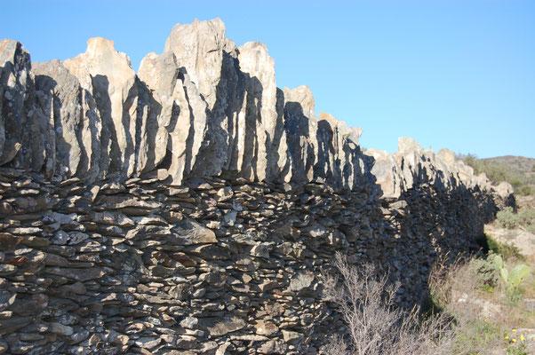 murs en pierres sèches pas loin de Cadaques (Catalogne)