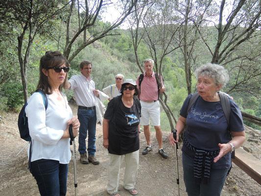 Visite avec M.E.Gardel et Pilar, Claudine Pailhès sur l'emplacement d'une tour visigothe à Lastours