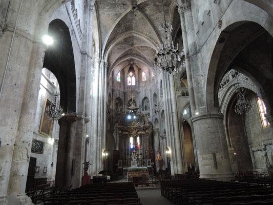 vue sur l'intérieur de l'église St.Paul à Narbonne