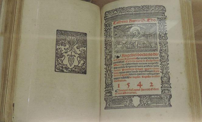 Un commentaire de Thomas d'Aquin sur les évangiles (livre de 1542) au musée d'art sacré à Pont-Saint-Esprit
