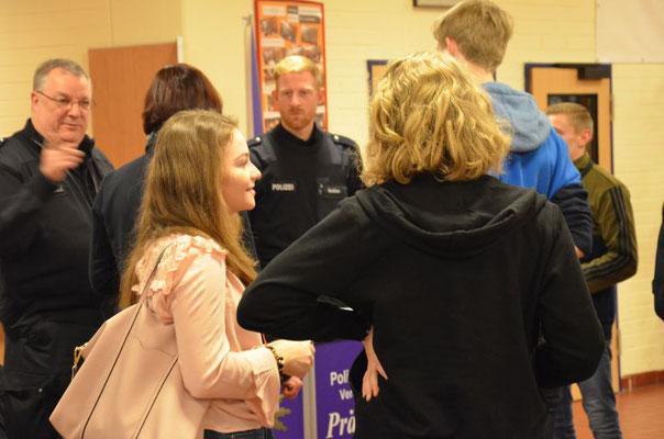 Das Interresse war groß an den Möglichkeiten der Ausbildung im Polizeidienst.