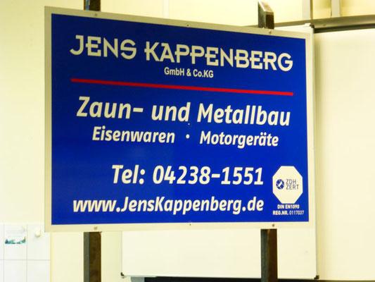 Firma Kappenberg bildet Mitarbeiter für den Zaunbau aus.