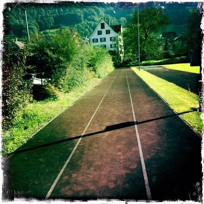 Sportplatz Mollis – meine erste Tartanbahn.