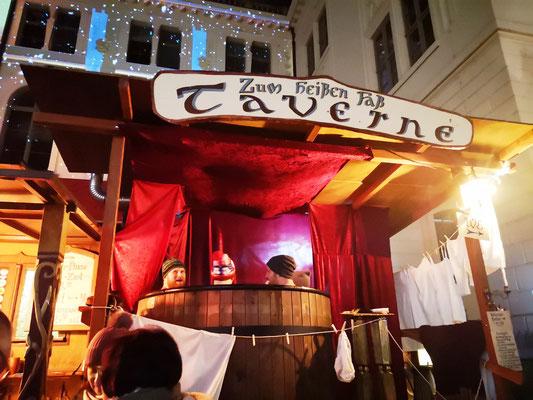 Ein warmes Bad und einen Glühwein dazu wärmt auf dem Mittelaltermarkt um diese Jahreszeit ungemein :)