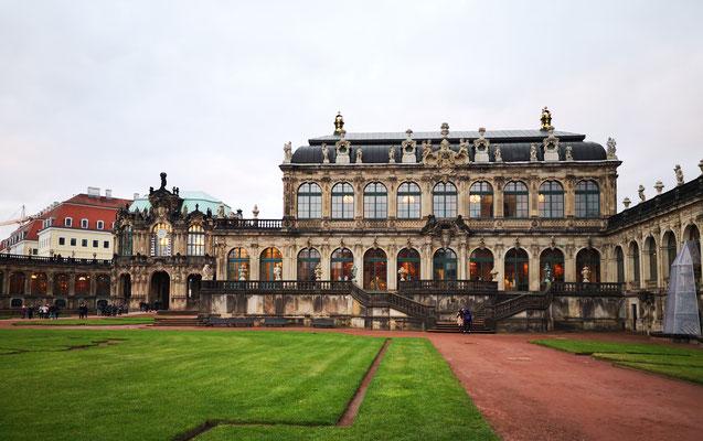 August der Starke gründete 1710 die erste europäische Porzellanmanufaktur in Meißen. Die Dresdner Porzellansammlung, die 1715 von Ihm gegründet wurde, befindet sich im Dresdner Zwinger.
