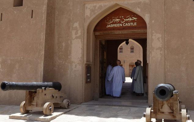 """Eingang zur Festung Jabrin oder auch """"Palast von Jabrin"""""""