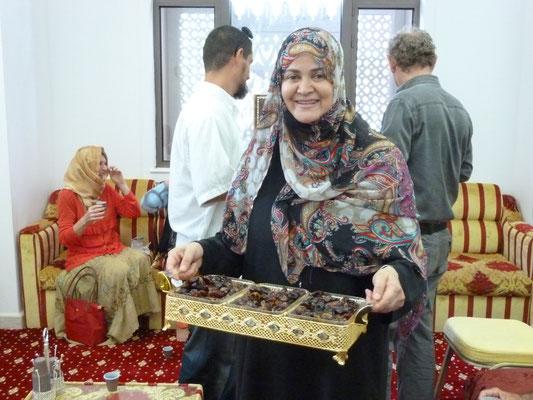 Im Islamischen Zentrum gibt's Kaffee und Datteln
