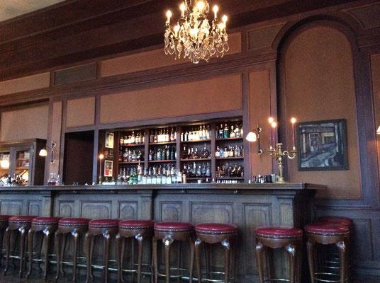 Eine sehr schöne Bar (Les Trois Rois)
