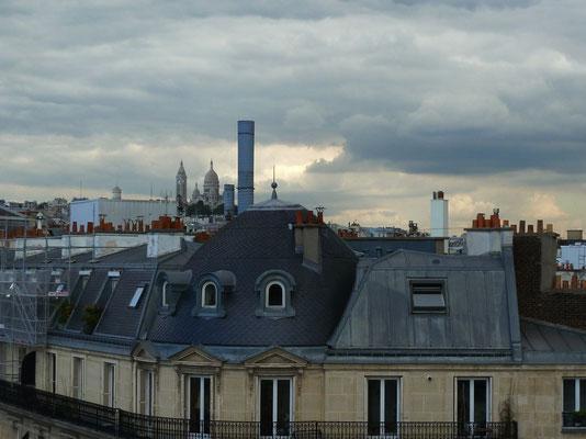 Von der Credit Suisse Terrasse aus Blick ganz hinten auf Sacré Coeur