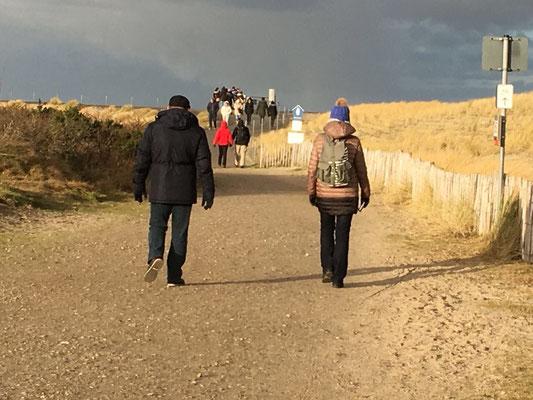 Wir laufen zum Naturschutzgebiet in Richtung Ellenbogen