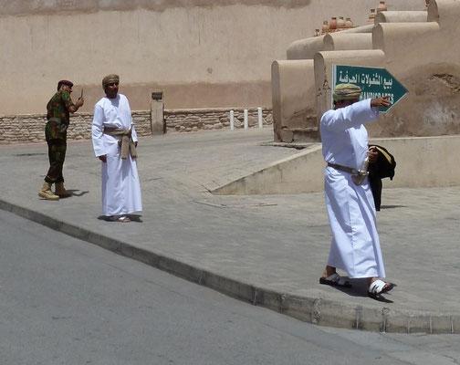 Omaner im Festtagsgewand - mit Dolch