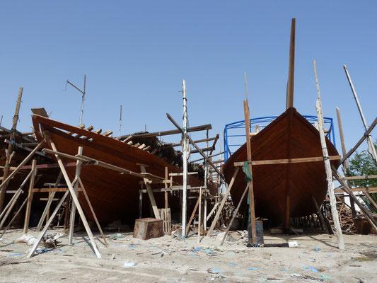 In der Dhau-Werft wird an neuen Holzschiffen handgearbeitet