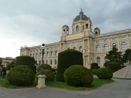 Rechts das Naturhistorische Museum
