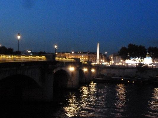 Place de la Concorde mit Obelisk im Hintergrund