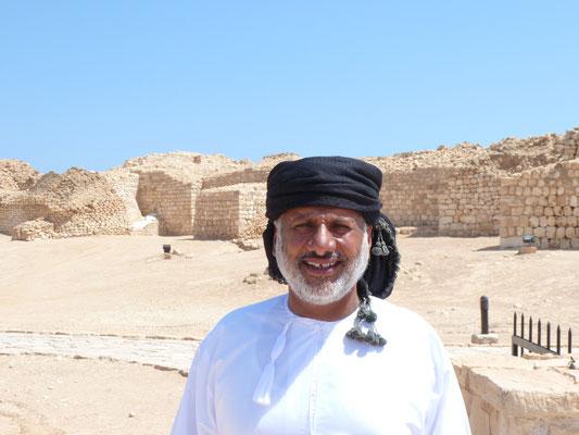 Omanischer Charakterkopf vor der Ausgrabungsstätte