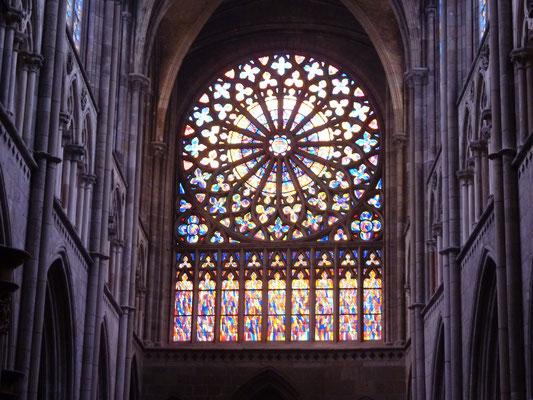 Glasfenster in der Kathedrale Saint Vincent