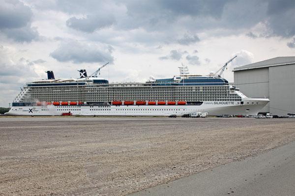 Celebrity Silouette (Länge 319 m, Breite 36,8 m, Passagiere 2.886, 122.000 BRZ, fertiggstellt 2011)