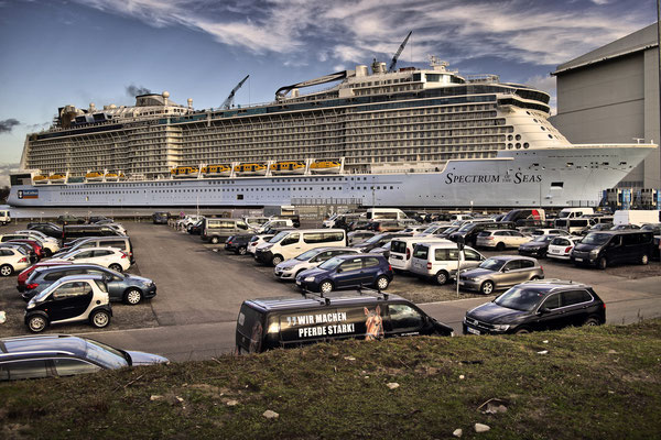 Spectrum Of The Seas (Länge 347,1 m, Breite 41,4 m, Passagiere 4.200, 168.666 BRZ, fertiggestellt 2019)