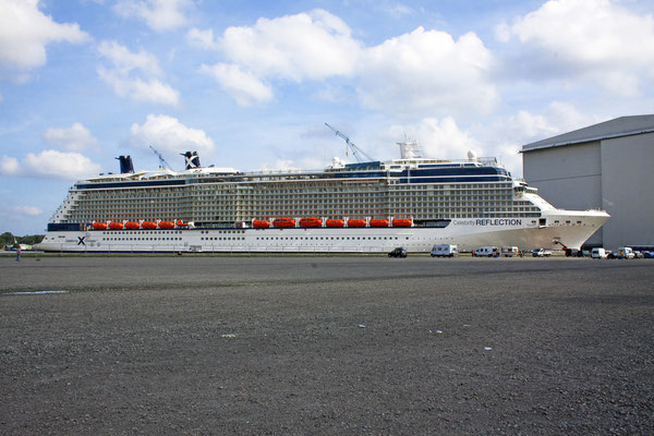 Celebrity Reflection (Länge 319 m, Breite 37,4 m Passagiere 3.046, 126.000 BRZ, fertiggestellt 2012)