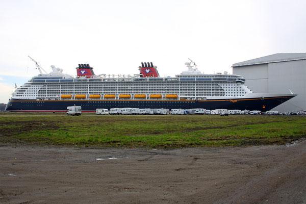 Disney Dream (Länge 339,5 m, Breite 37 m, Passagiere 4.000, 130.000 BRZ, fertiggstellt 2010)