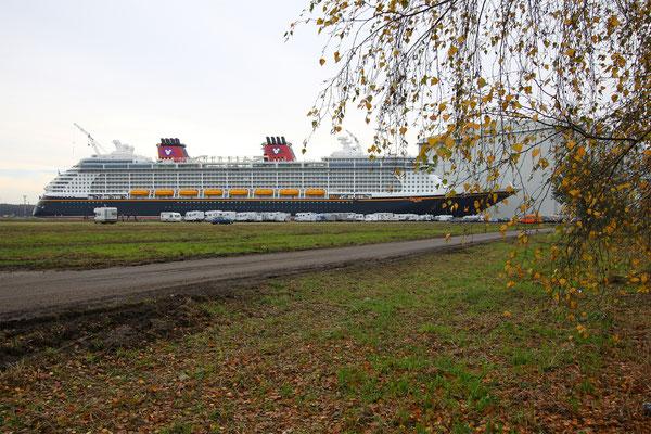 Disney Dream (Länge 339,5 m, Breite 3 7m, Passagiere 4.000, 130.000 BRZ, fertiggestellt 2010)