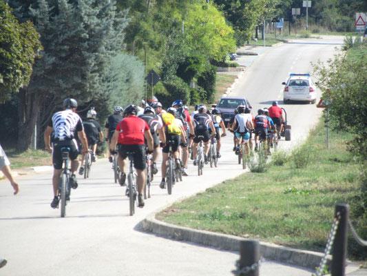 die Spitzenfahrer entzweien sich zu einem Sprint (30km insgesamt davon 10 km SPRINT)
