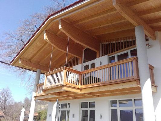 Wir bauen auch moderne Balkone in traditioneller Handwerkskunst.