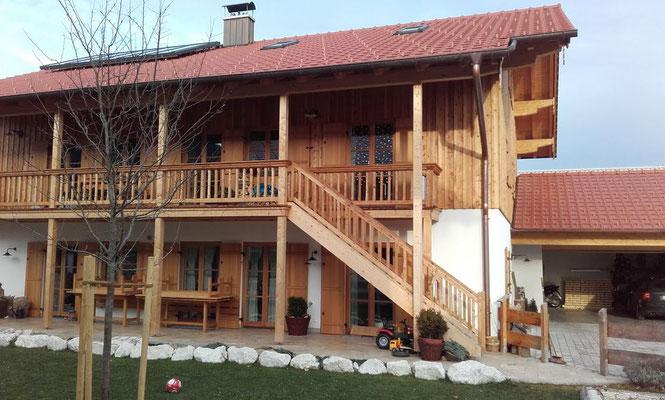 Attraktive Holzgestaltung rund ums Haus