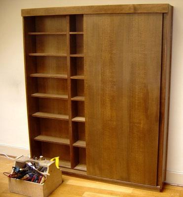 étagère fermée en bois sur mesure