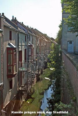 Les canaux dominent la physionomie de la ville