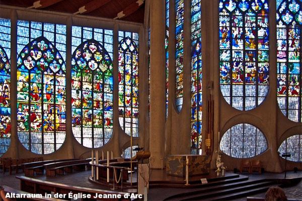 Le choeur de l'église Sainte-Jeanne-d'Arc
