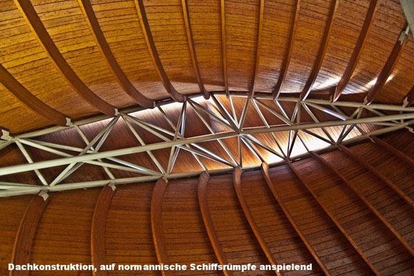 La forme du toit rappelle les coques des bateaux normands