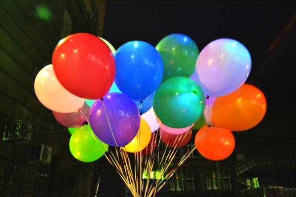 разноцветные шары с разноцветным диодом
