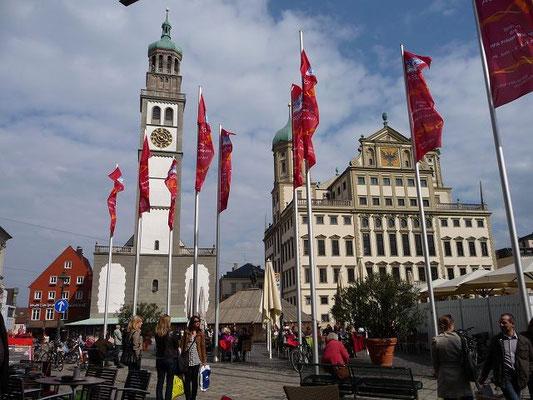 Augsburg, Rathausplatz mit  Rathaus und Perlachturm und St. Peter