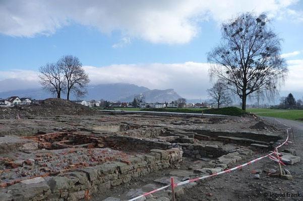 Textilhistorische Ausgrabungen beim ehemaligen Wasserschlösschen Mittelweiherburg