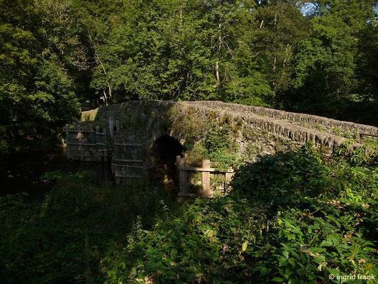 Historische Bruchsteinbrücke über die Große Nister am Kloster Marienstatt