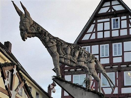Eselskulptur von Peter Lenk