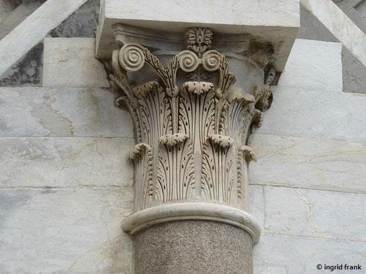 Akanthusmotiv am Schiefen Turm von Pisa