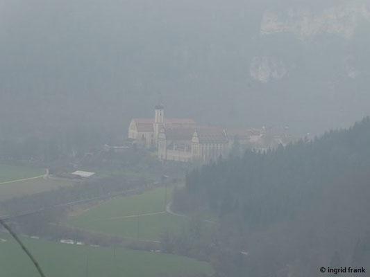 ... in der Ferne sieht man das Kloster Beuron
