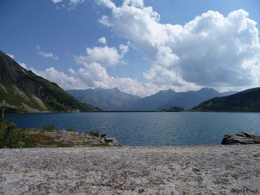 Spuller See, Staumauer mit Blick zur Scesaplana