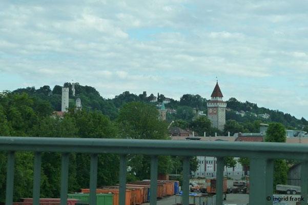 Auf dem Heimweg aus dem Auto ein Blick auf die Stadt der Türme und Tore