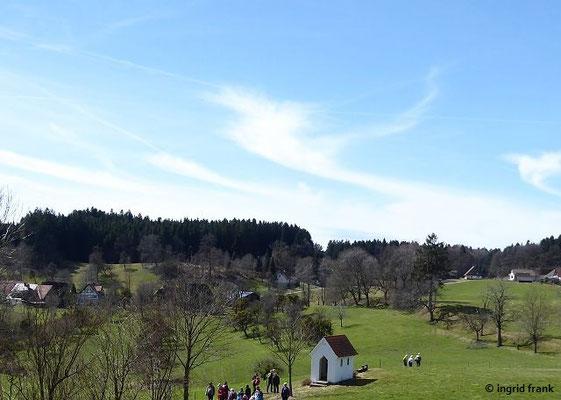 """Blick vom Langrain auf die St. Rochus-Kapelle (""""Oißekapelle"""", """"Besekäppele"""") im Schafmeier"""