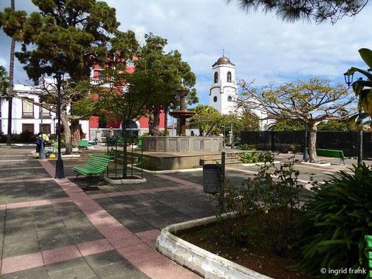 """Die obere """"Plaza de Montserrat"""" mit der """"Iglesia Nuestra Señora de Montserrat"""""""