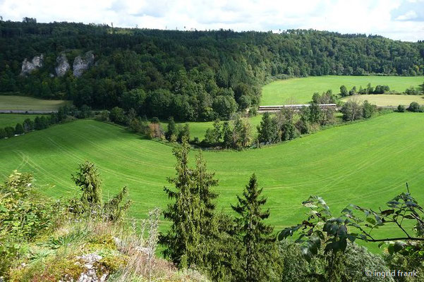 Blick von Ruine Hertenstein ins Laucherttal