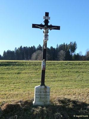 """Inschrift: """"Er ist die Versöhnung für unsere und der ganzen Welt Sünden"""" Joh. 2.2"""