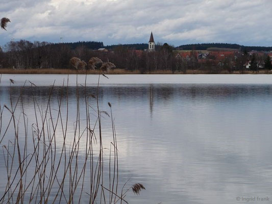Blick auf das Dorf Illmensee mit der Kath. Pfarrkirche Mariä Himmelfahrt