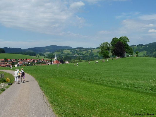 Blick auf Stiefenhofen und Pestkapelle
