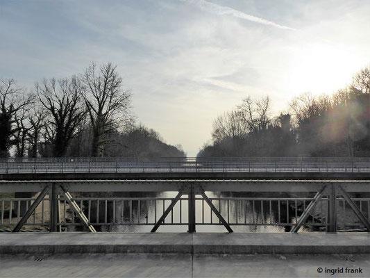 Blick von der Hängebrücke zur Argenmündung in den Bodensee