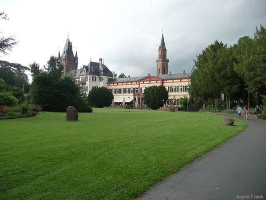Blick vom Schlosspark zum Weinheimer Schloss