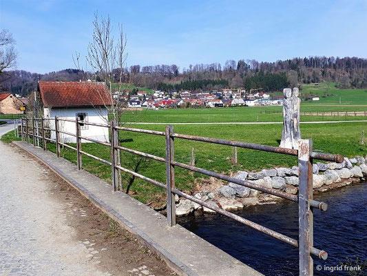 """Schussenkapelle Staig mit """"Wasserhüterinnen"""""""